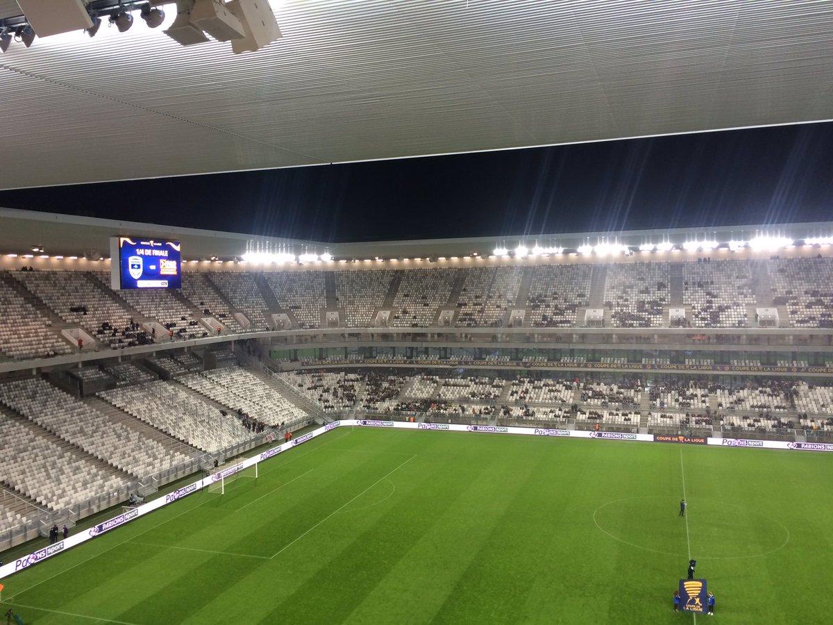 Match dans 7 minutes. Non, ce n&#39;est pas une blague. La tristesse d&#39;un stade vide... #FCGBEAG #CoupeDeLaLigue (...)<br>http://pic.twitter.com/5dWTnXk8MY