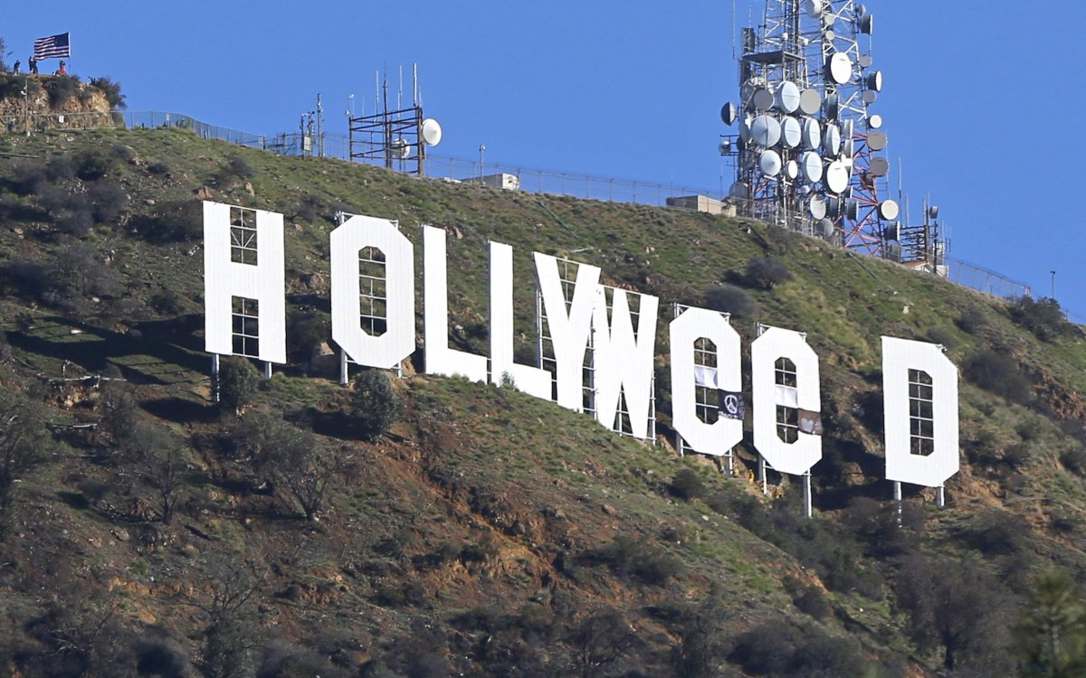 #Hollyweed Bust: Artist Behind Sign Prank Faces Six Months. https://t.co/15uOG7WTLH https://t.co/L9sfeGj4Bh