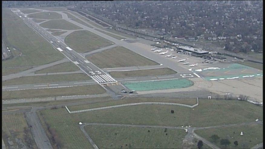 Body found on runway of Detroit airport  https://t.co/ttkb84Pivf #FOXNewsUS