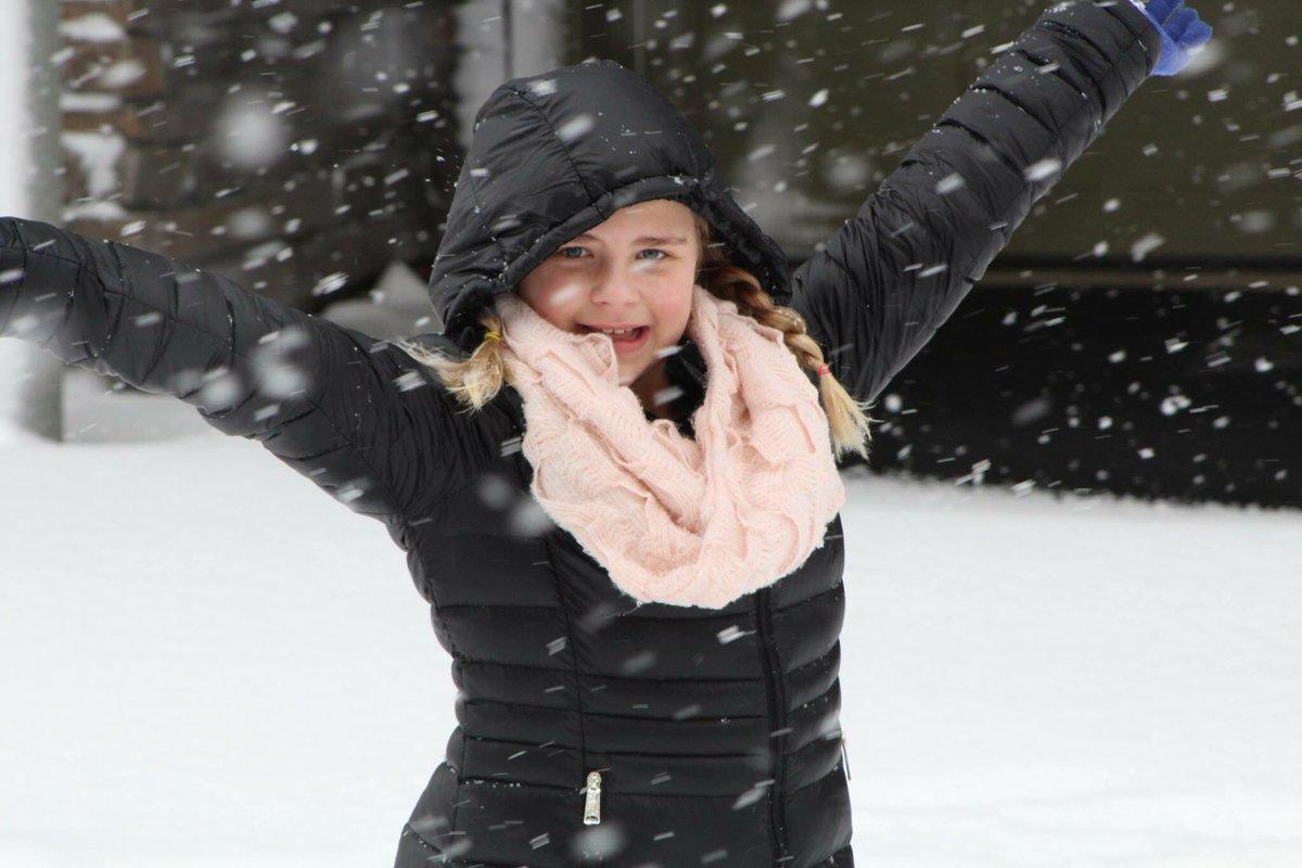 #portlandweather #PortlandSnow #snowday #pdxsnow #singlemomglobetrotter #portland #snow @SarahCentrella<br>http://pic.twitter.com/eSER7cS8aj