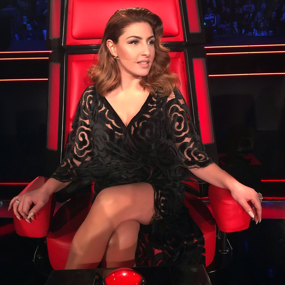 Let the #Battles begin ✌️💋  #TheVoiceGR #SkaiTV @TheVoiceofGR https://...