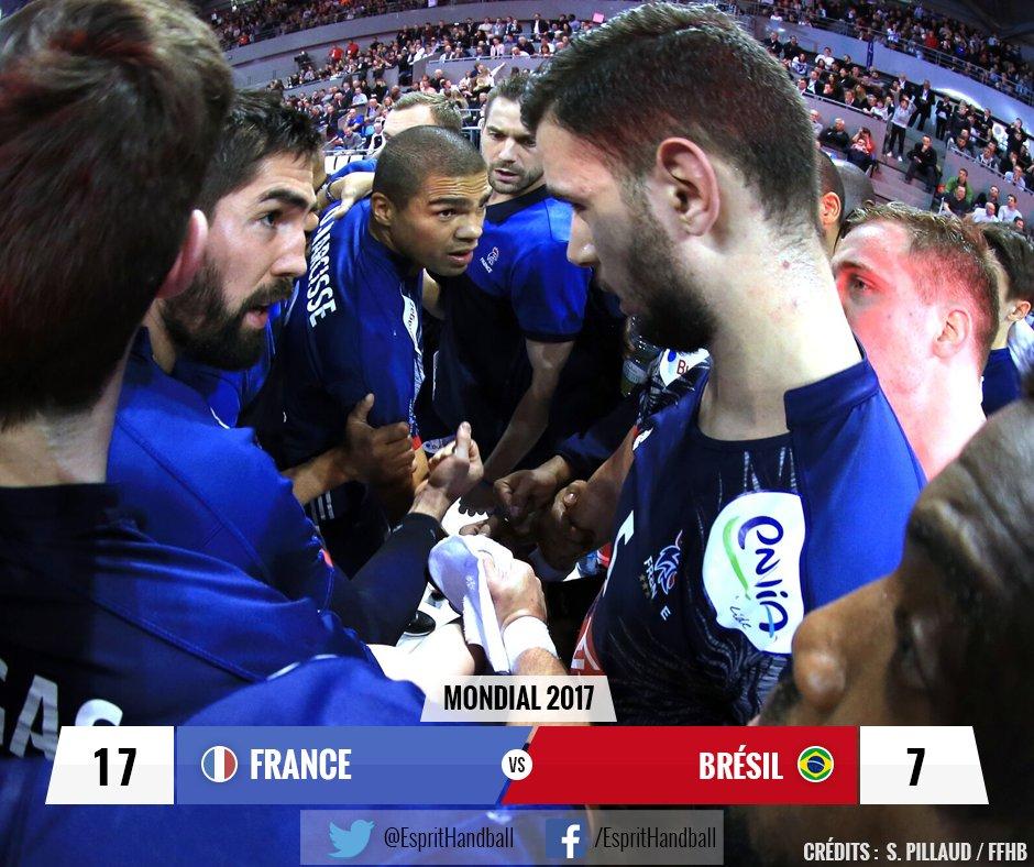 Mi-temps : les Bleus sont au top, avec un @Thierry_Omeyer impénétrable...