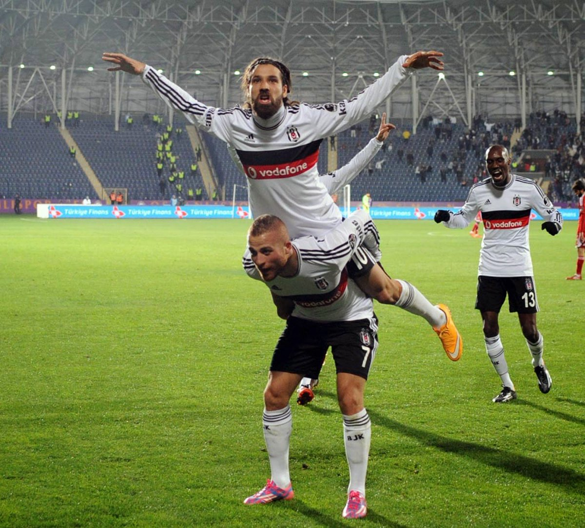 Beşiktaş'ta bir dönem kapandı! https://t.co/xzUGngquji https://t.co/5Z...