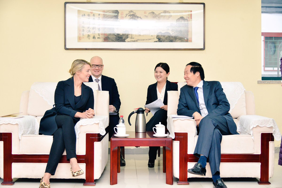 Bonne rencontre avec des représentants chinois sur l&#39;importance des musées et de la préservation des artéfacts. #polcan #Beijing #Chine <br>http://pic.twitter.com/iwW3x21xdc