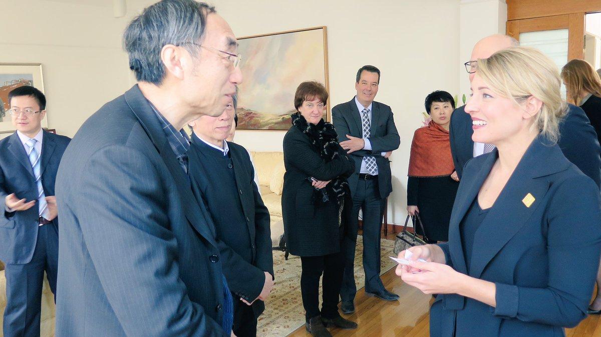 On parle industries créatives, arts de la scène et les arts visuels avec des leaders du milieu des arts à #Beijing #Chine #polcan<br>http://pic.twitter.com/Q75LwxU16g