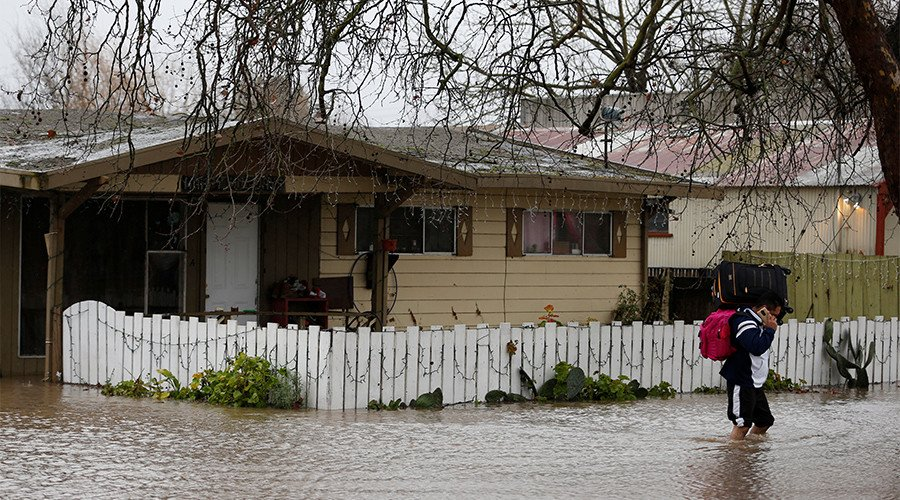 Record floods hit West Coast, Californians evacuate by the thousands (...