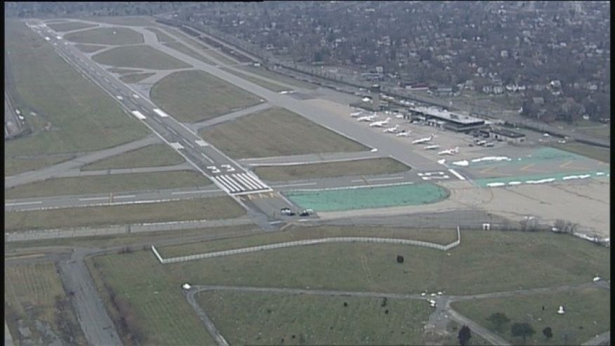 Body found on runway of Detroit airport