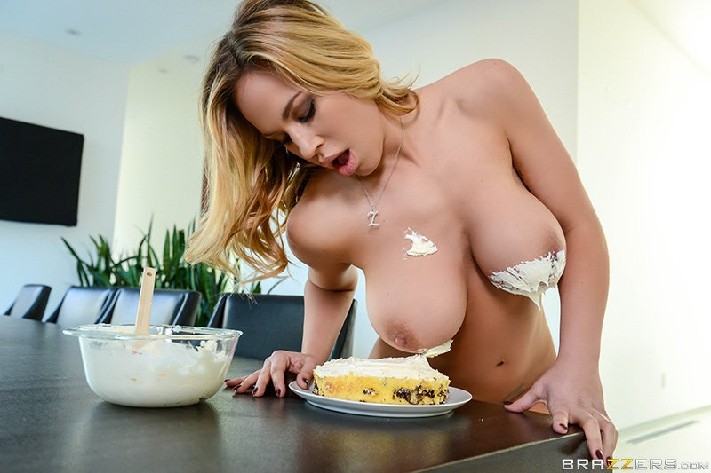 Due to overwhelming demand, here&#39;s a pic of @OliviaAustinxxx dipping her titties into pie. #ThanksObama <br>http://pic.twitter.com/9N4IEbpgDV