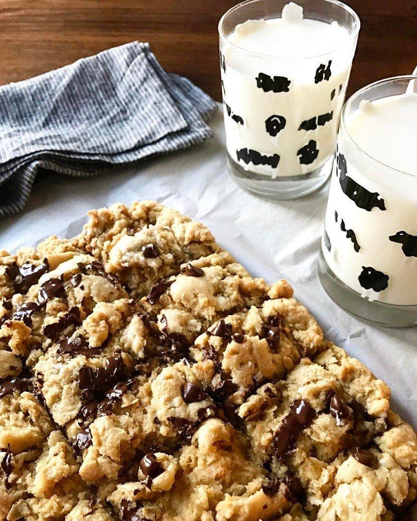 We're celebrating #NationalMilkDay with #milkandcookies (ok blondies..) #farmlove #milk #d… https://t.co/EbZV7AC0Nu