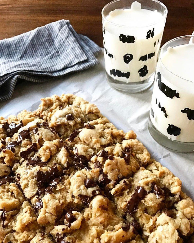 We're celebrating #NationalMilkDay with #milkandcookies (ok blondies..) #farmlove #milk #d… https://t.co/EbZV7AC0Nu