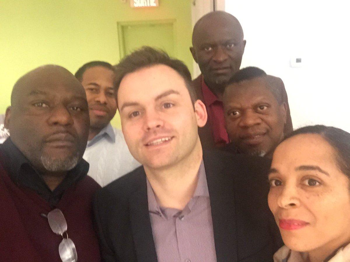 Rencontre avec des Québécois d&#39;origine subsaharienne. Très stimulant de parler de la diversité et de sa place au #PQ #repenserlePQ #polqc <br>http://pic.twitter.com/MF918RNbwS