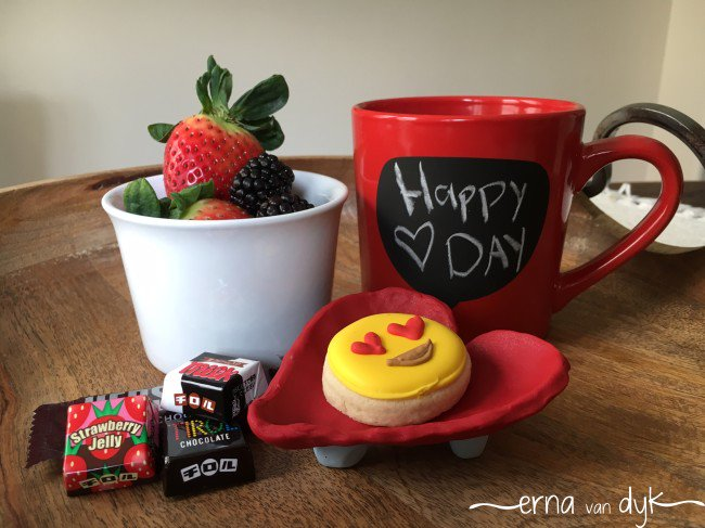Perfect Valentine's Day Gift :: DIY Clay Heart Dish