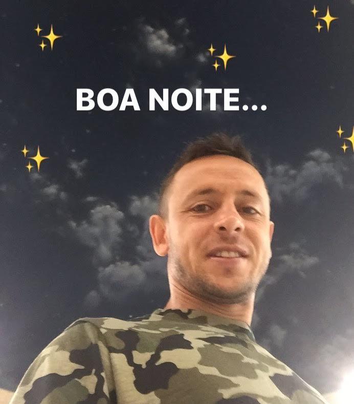 Boa noite, #FCBayern family! 🌙🌠  #MiaSanMia https://t.co/9qiBslcprD