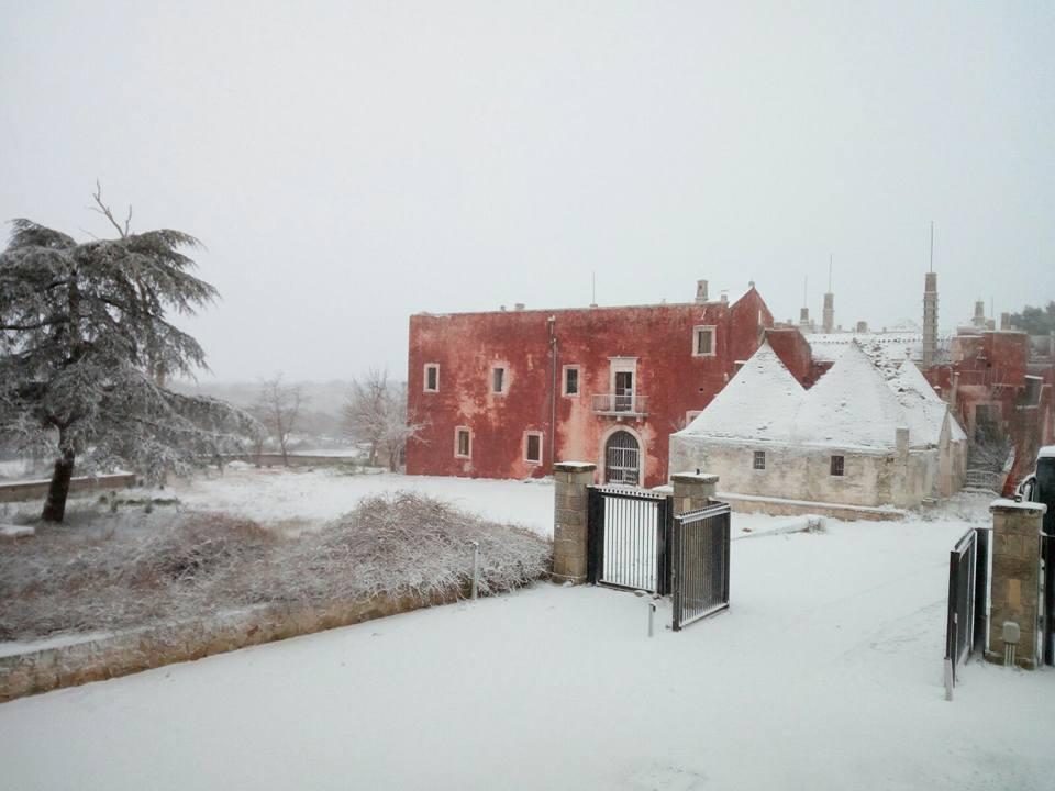 Même avec la neige, ici la nature est toujours une source de beauté #Luxury #HolidayPickUpLines #Exclusive #Snowday #Italia<br>http://pic.twitter.com/4HwypZviYL