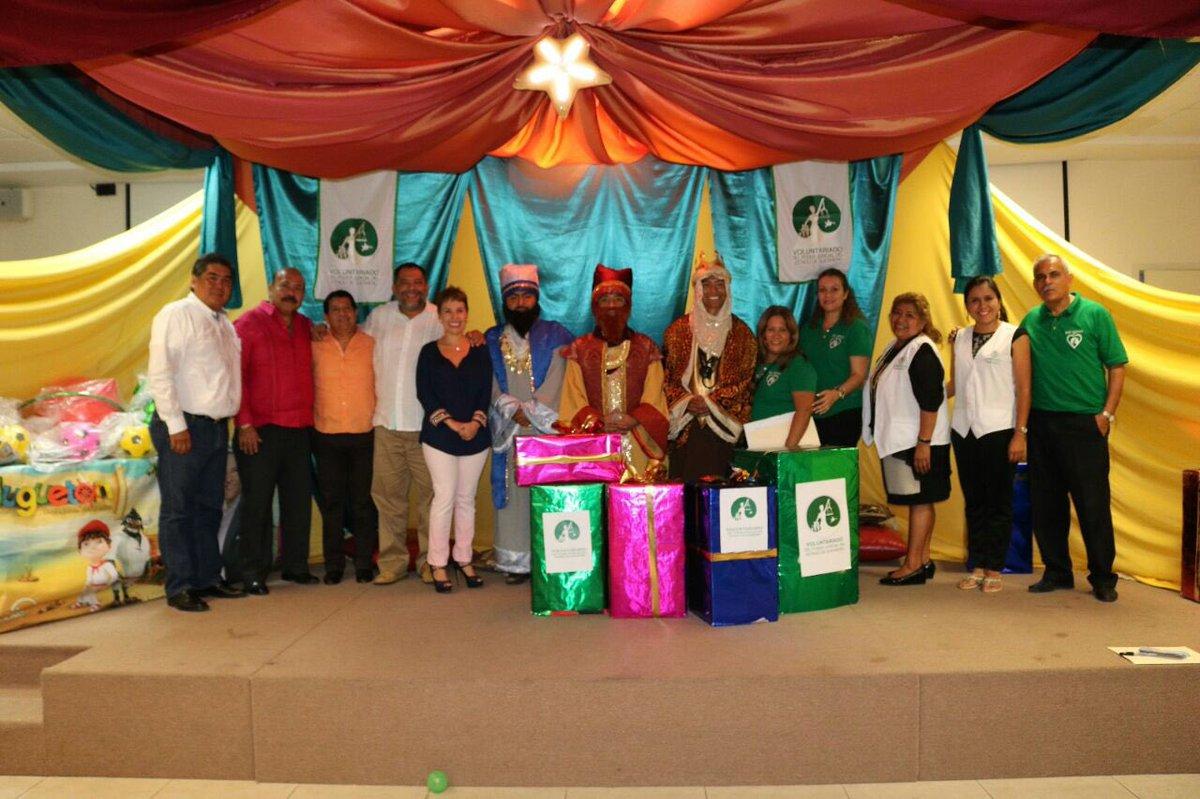 Y los #ReyesMagos hoy también hicieron muy felices a muchos niños, hijos de compañeros del @TSJ_Guerrero en #Acapulco gracias al @VPjgro<br>http://pic.twitter.com/UYhQHMpsf3