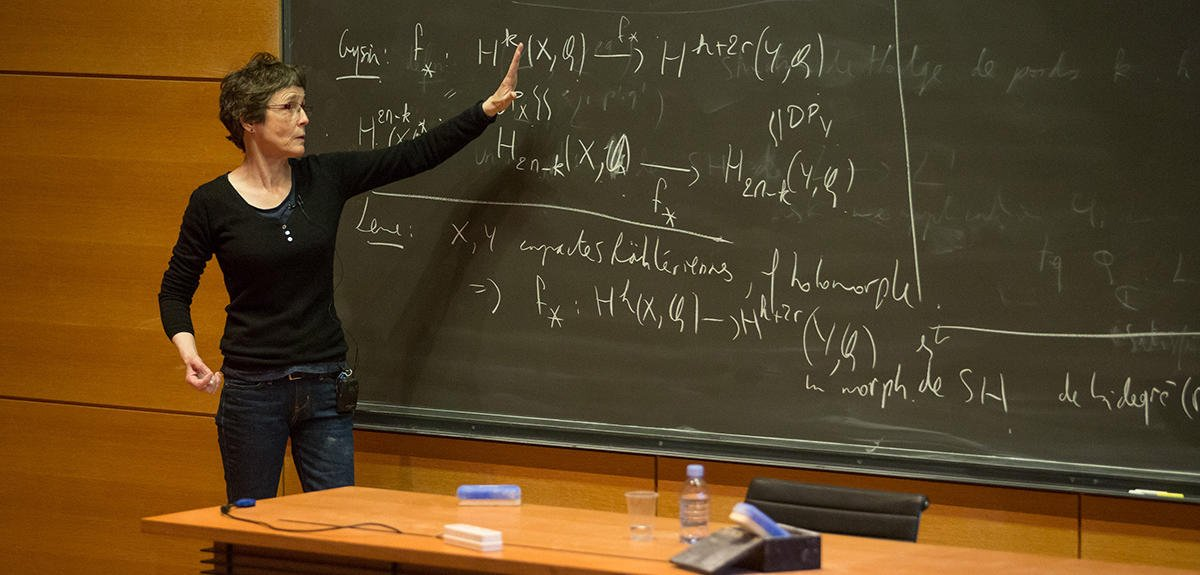 L&#39;art se bâtit dans le questionnement - @ClaireVoisin médaille d'or 2016 #cnrs #CNRSleJournal  https:// lejournal.cnrs.fr/articles/clair e-voisin-la-conquete-de-lalgebrique &nbsp; …  #math @cdf1530<br>http://pic.twitter.com/K7fVZyh7bI