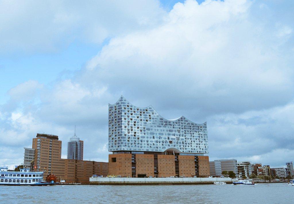 Die #elbphilharmonie ist eröffnet: Hamburg erleben mit der Hamburg Card -  https:// castlemaker.de/hamburg-erlebe n-mit-der-hamburg-card/ &nbsp; …  #hamburg #citytrip #visithamburg <br>http://pic.twitter.com/nCA96pvp1J