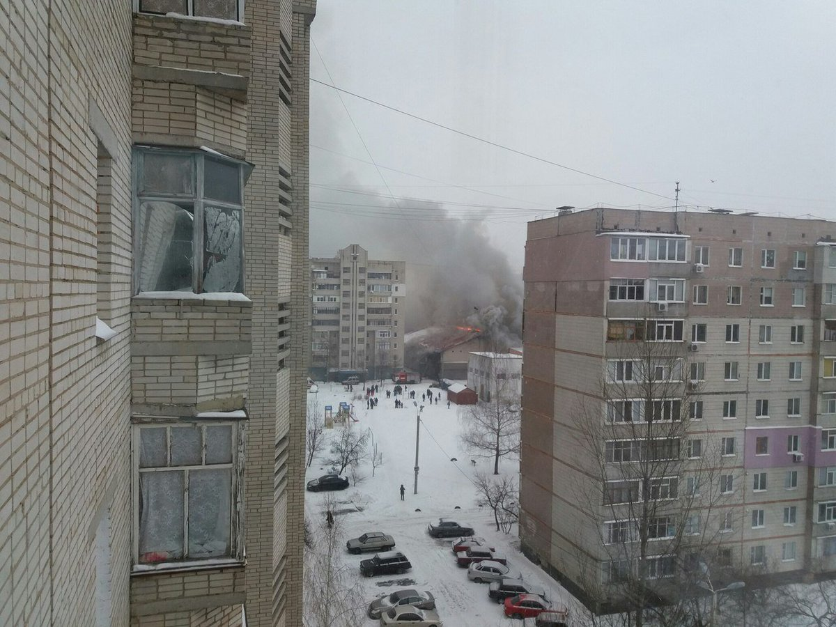 Large fire at sport-club B-tone in Sumy, nearby school is evacuated