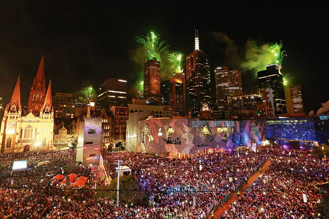 metro trains on twitter happy new year melbourne great fireworks for the next 10 minutes and then we will get you home stay safe and lets make 2017