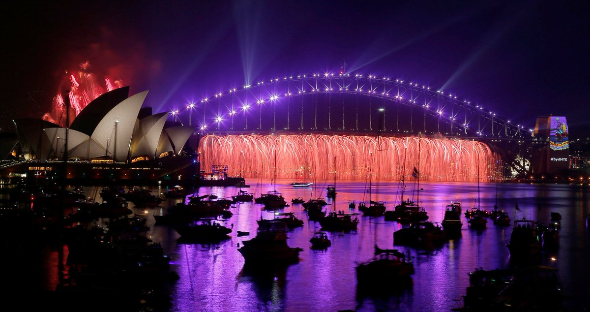 Agora sim, já é ano novo na Austrália! Sydney celebra chegada de 2017: https://t.co/jN6mA0z6cD