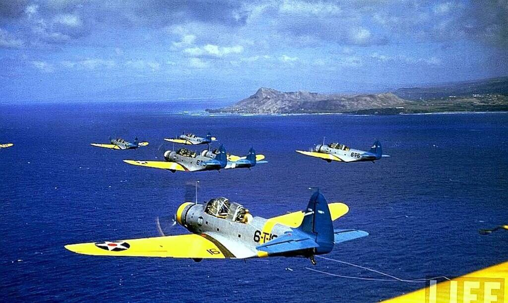 Warbirds over Oahu. An oldie but a goodie photo. #PearlHarbor #aviation https://t.co/jYvMypGavN