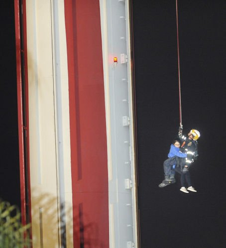 Fire crews use harness to rescue 21 from California's Knott's Berry Farm ride