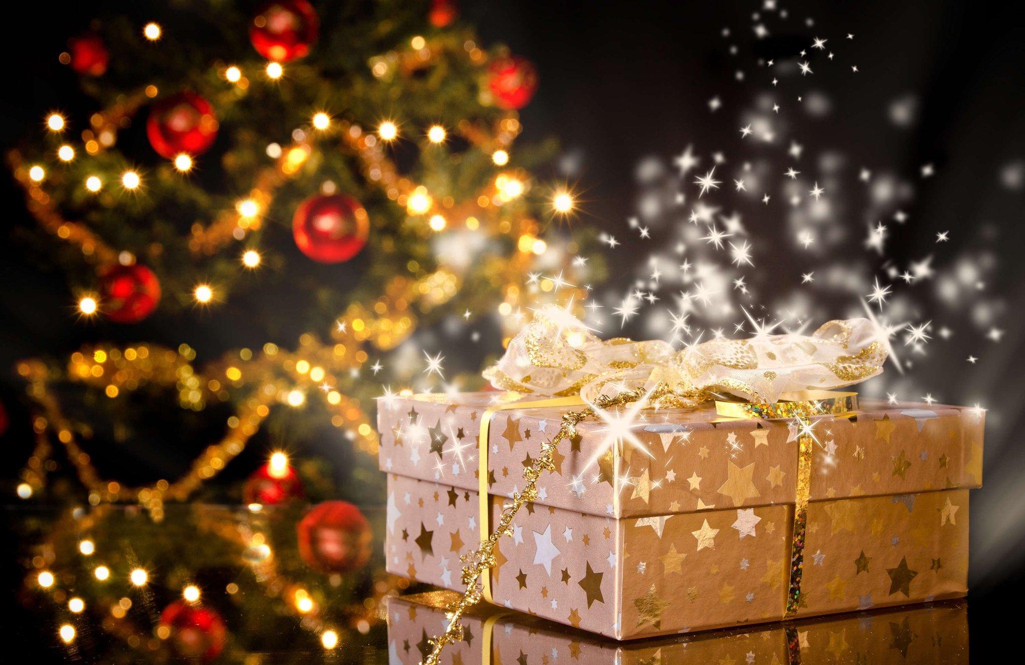 когда привычная картинки новый год и елка подарки мужчина