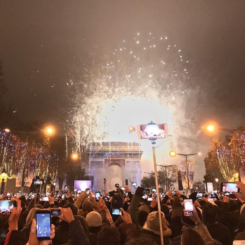Happy new year 2017!!! Paris, France  #Paris #parisjetaime #paris #paris #france #arctriomphe #champselys… <br>http://pic.twitter.com/gle1TlsPuT