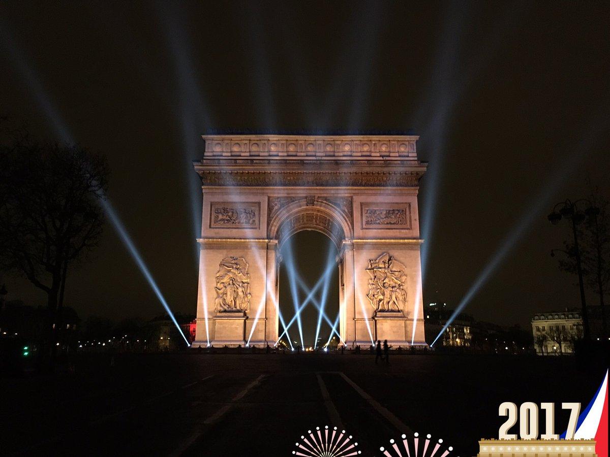 Avez-vous suivi le spectacle projeté sur l'#ArcDeTriomphe pour la nouvelle année ? #BonneAnnee