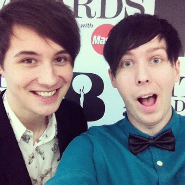 Phil Lester On Twitter Selfie With My Girlfriend Xoxo Tco JpQxEAIbwb