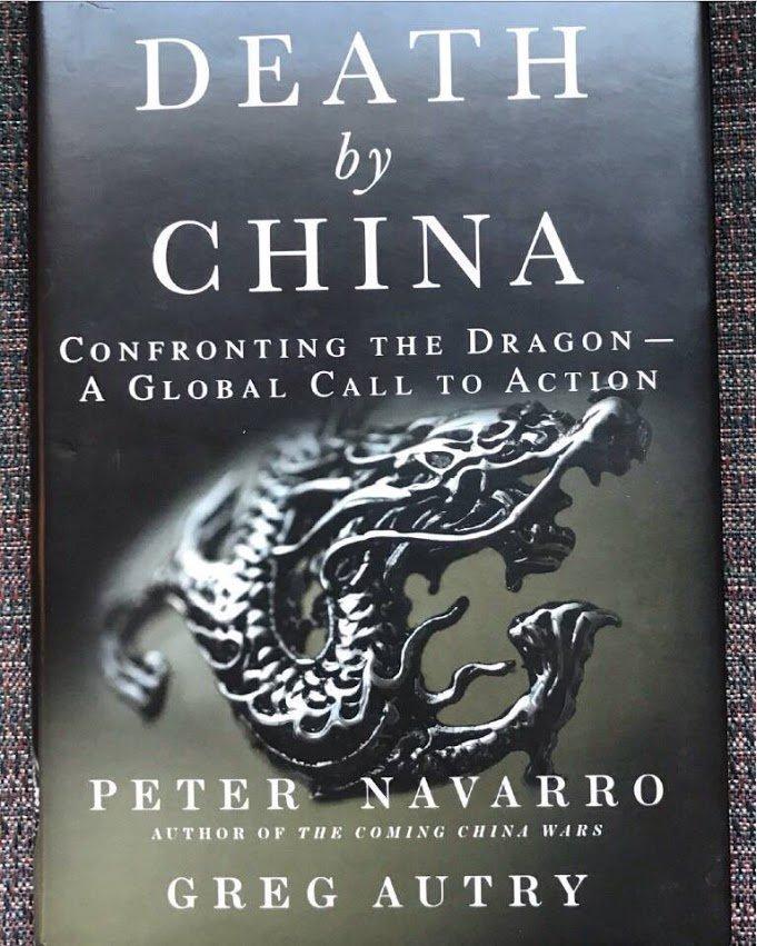 "《Death by China》是新任美国贸易委员会主席 Peter Navaeeo 的著作。作者在扉页上写了这么一段话:""献给所有中国的朋友们,总有一天会自由的生活。保重自己,直到那一天的到来""。 https://t.co/dUqaniGy9Q"