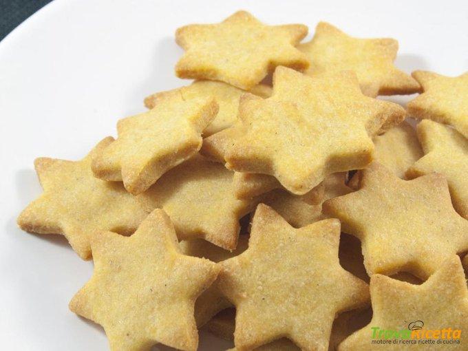 Biscotti per cani con farina di mais e formaggio grana