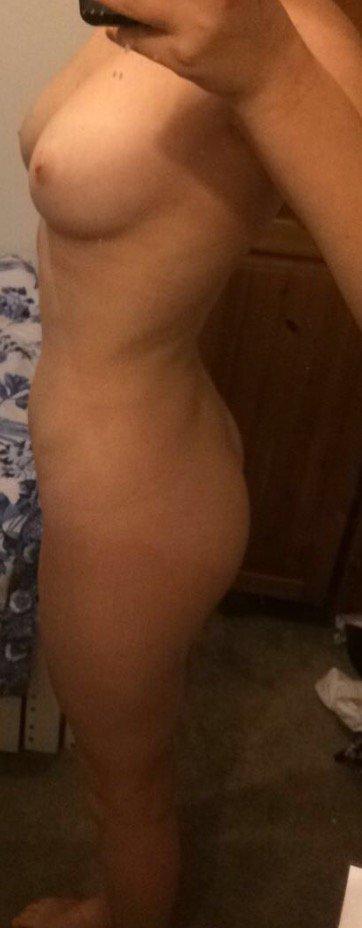 Nude Selfie 10052