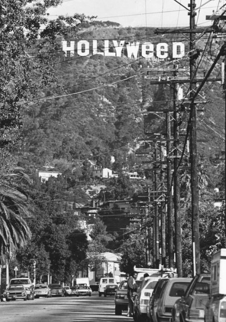 This is not the first time the Hollywood Sign became the Hollyweed Sign. -- Happened in Dec. 1983 (Her-Ex) https://t.co/dVxXyHt1bo