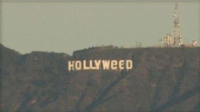 """Someone changed the famed Hollywood sign to read """"Hollyweed' https://t.co/dr5pIIJZaL"""