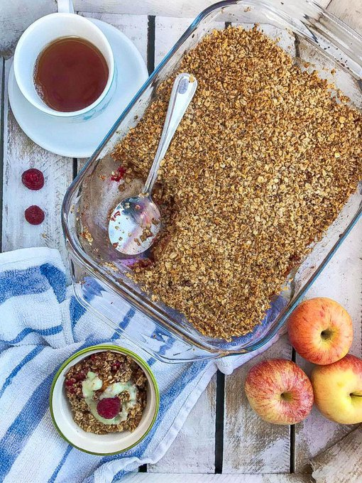 VEGAN APPLE & RASPBERRY CRUMBLEThe Healthy Beard