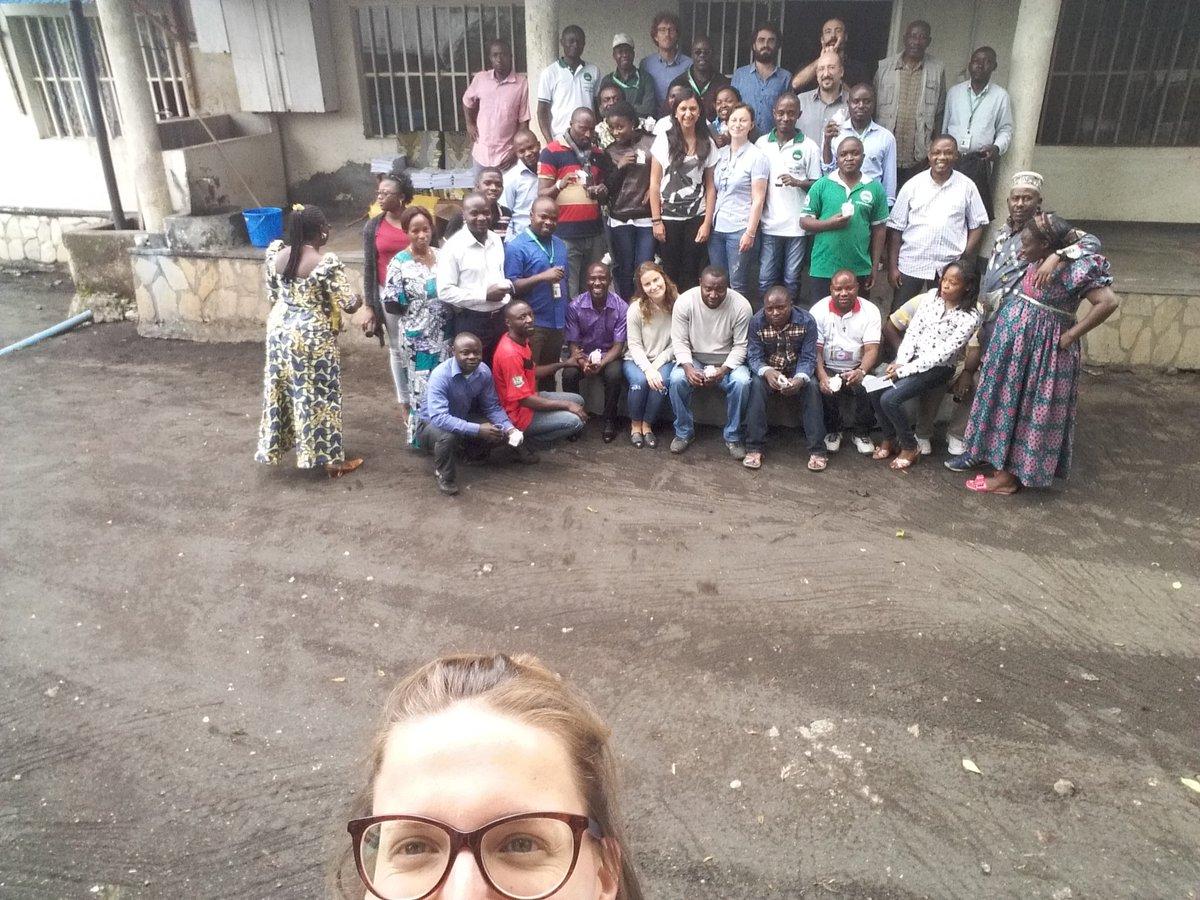 #HAPPYNEWYEAR form #RDCONGO @FondazioneAVSI #bonheur #paix #NouvelAn2017 <br>http://pic.twitter.com/GZrHy6aADl