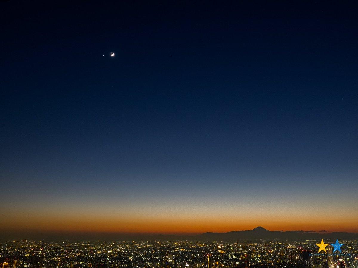 日没後は、金星と月と富士山の共演!!本当は火星も写ってるはず!贅沢な新年です。 pic.twitter.com/5r4ueUl1e8