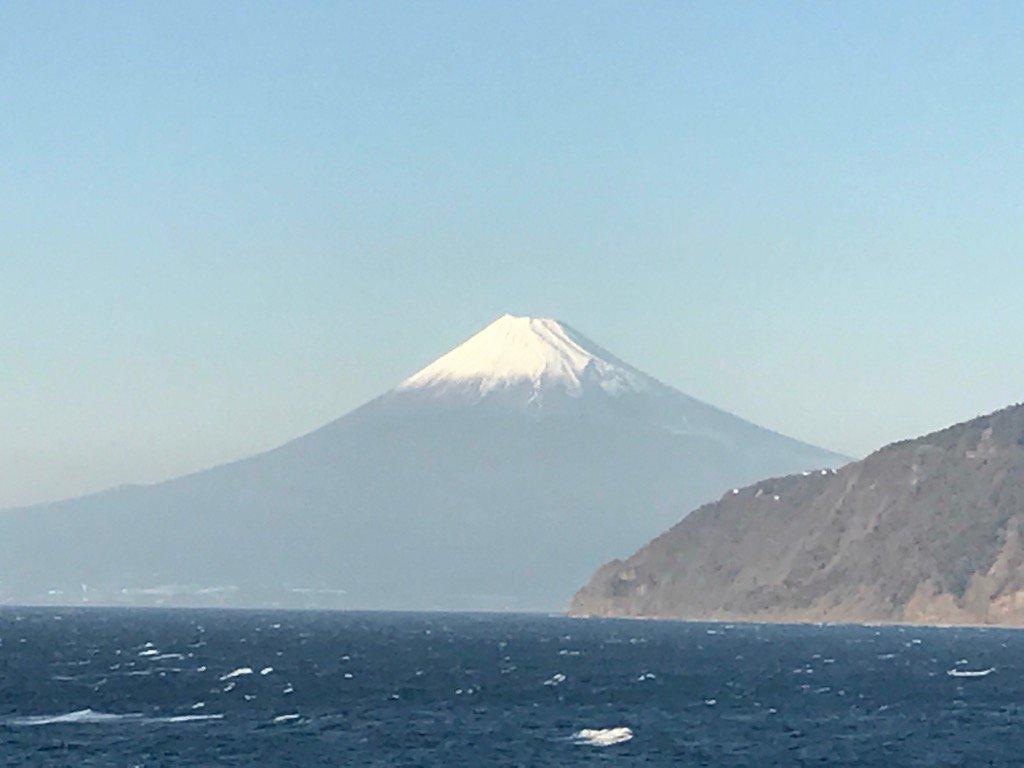 今の富士山。。 今日は特にキレイです! https://t.co/wRlRCUCYnt