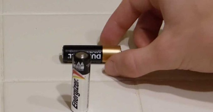 In 2 seconds, this simple trick will tell you if your batteries are dead or not