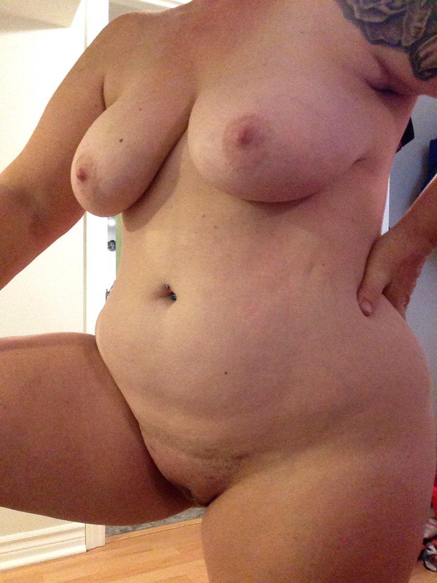 Nude Selfie 10084