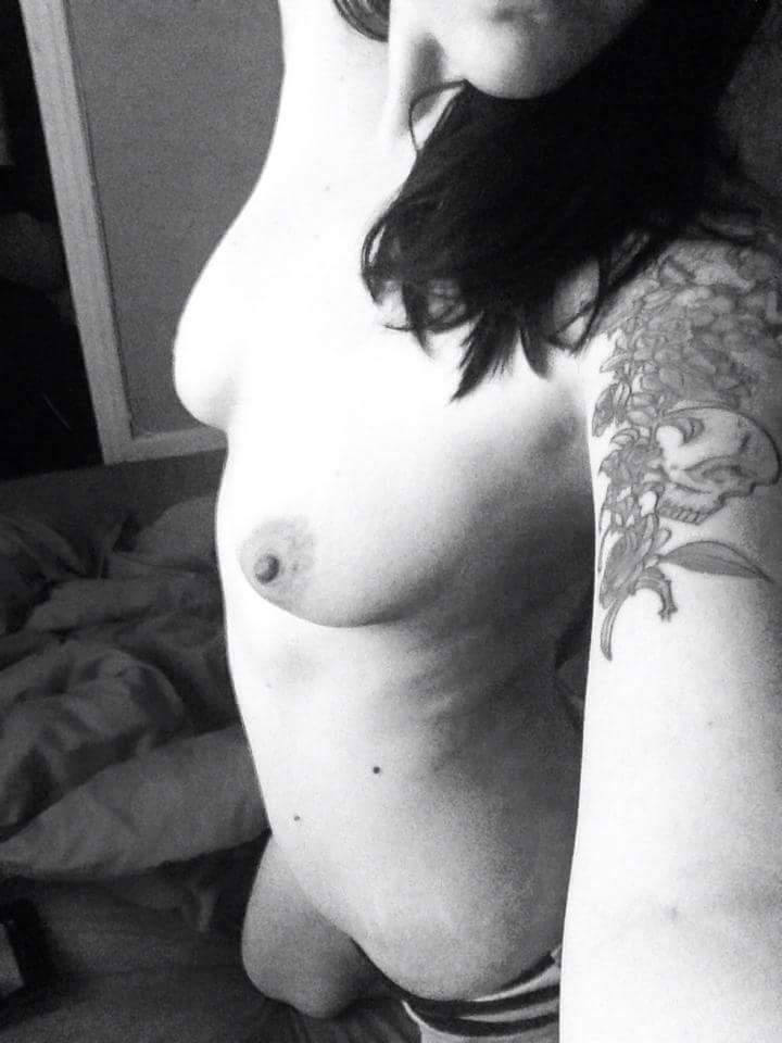 Nude Selfie 10085