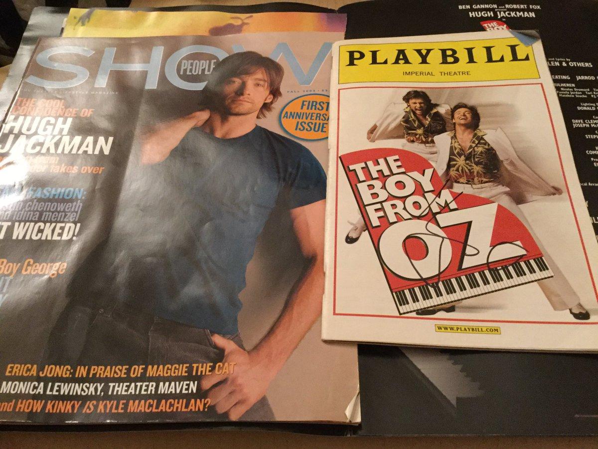 ヒュージャックマンの雑誌いる人いませんか…_(:3」z)_  the boy from ozの頃。同ミュージカルのパンフレットもあった。 https://t.co/EiEGuA7OP5