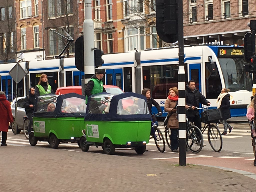 How awesome are the Dutch school busses? https://t.co/6mhCVmqBkX