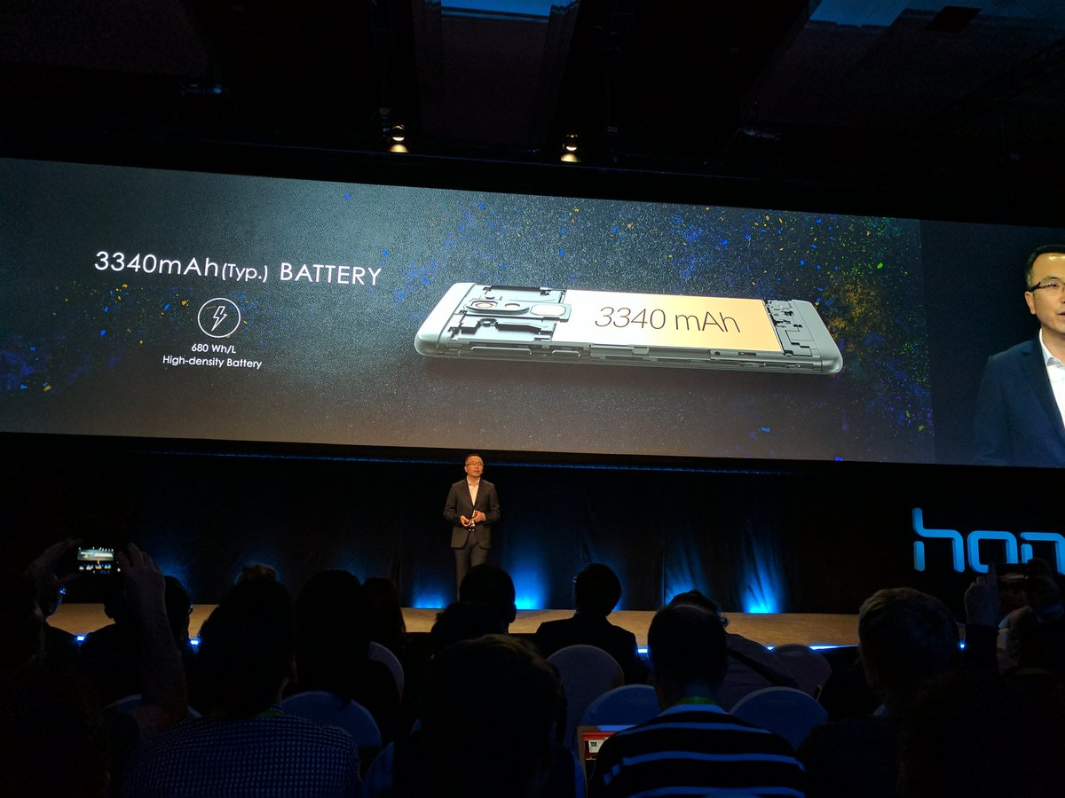 3340mAh battery. I'm sure this will stay for quite long. #CES2017 @Honor_USA https://t.co/nPz7pdRy1b