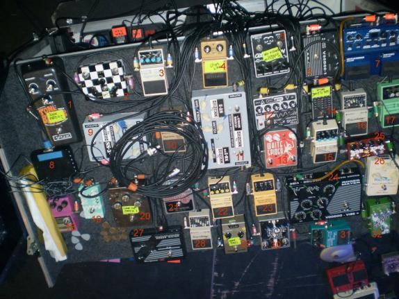 Ultimate Shoegaze - Kevin Shields - My Bloody Valentine #pedalboard https://t.co/JSBHUwhdEc #geartalk https://t.co/T2WBZV1DuT