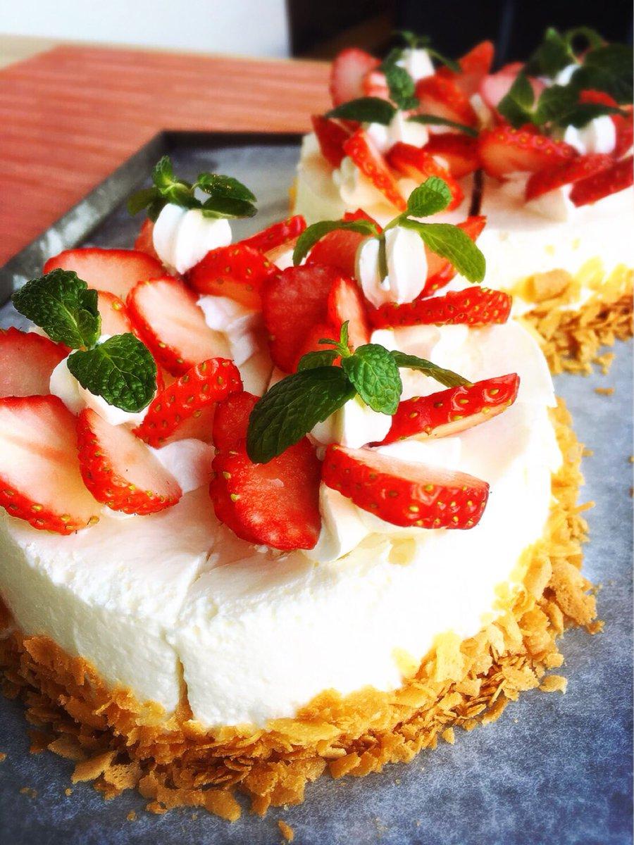 水曜日の日替わりランチはデザートランチです❁  お食事の最後に特別なデザートプレートがつきます☆  本日のケーキはレアチーズ  クリームにもチーズが入った贅沢なケーキ✨✨