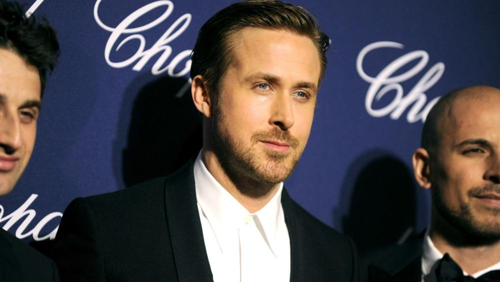 "Newswire: Ryan #Gosling honors #Debbie #Reynolds as an ""inspiration"" for La La Land  http:// bit.ly/2iGtZyq  &nbsp;  <br>http://pic.twitter.com/ZMdVCmOdOF"