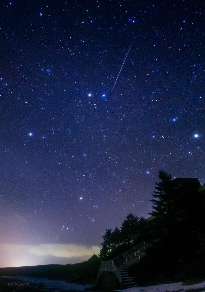 本日未明に見られた、しぶんぎ座流星群の流れ星です。1枚目、写真中央の星はふたご座のカストルとポルックス。下にオリオン座。2枚目、写真左上に北斗七星。右下の明るい星は木星。(長野県にて撮影) pic.twitter.com/HminpG8qEu