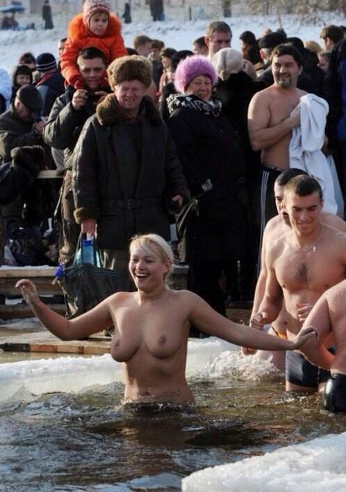 девки купаются голышом фото